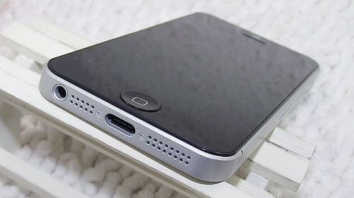 iPhone 5 Mock uo 2